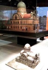 Les synagogues du monde entier sont présentées avec des mini modèles accessibles à des personnes non voyantes.